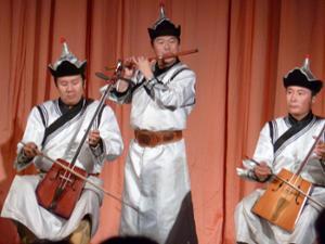 Musicien mongol jouant du Morin Khuur