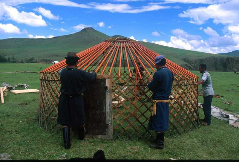 le montage de la yourte voyage mongolie. Black Bedroom Furniture Sets. Home Design Ideas