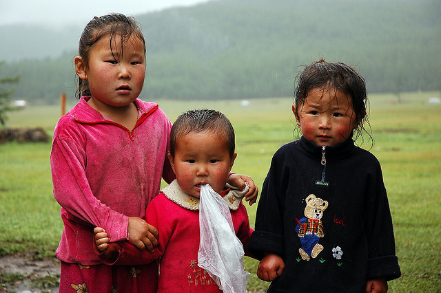 petites filles dans la steppe
