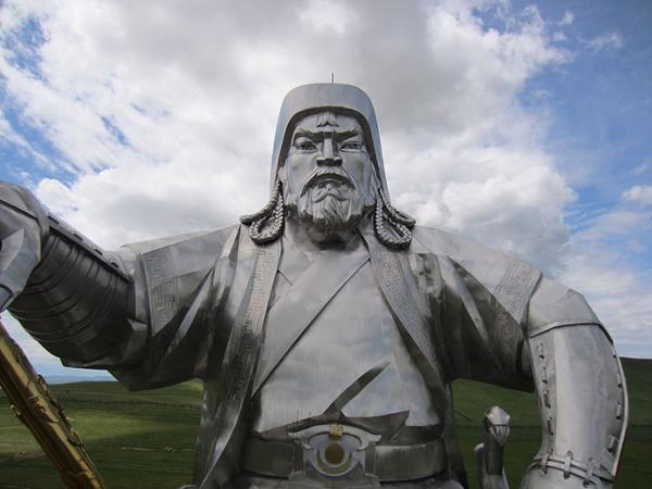 What to do around the Genghis Khan equestrian Statue ?
