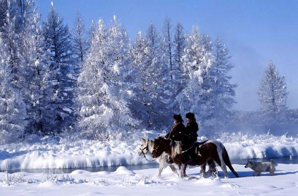 Reiten in den mongolischen Steppen